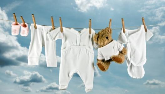 Pranie i prasowanie ubranek dla niemowlaka