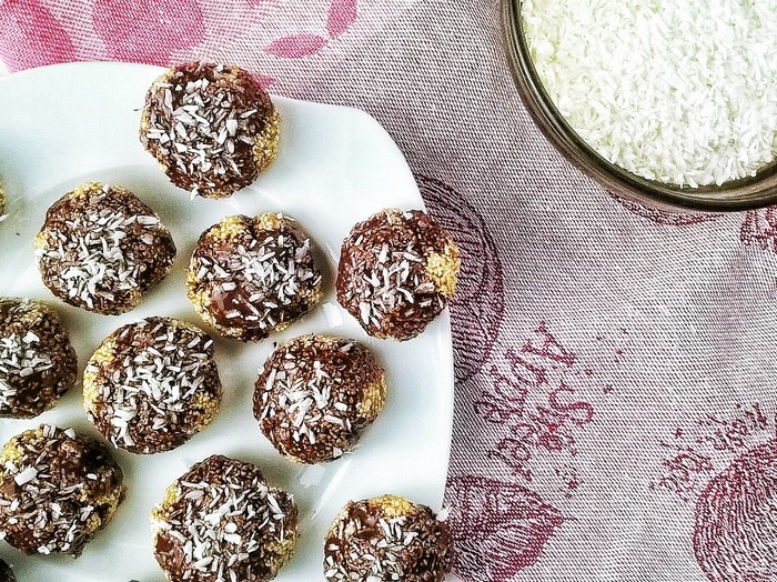 Kuleczki amarantusowe oblane czekoladą – fit przekąska, którą zrobisz razem z dzieckiem!