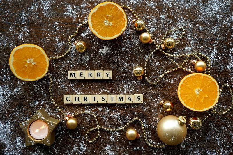 ozdoby swiateczne z pomaranczy